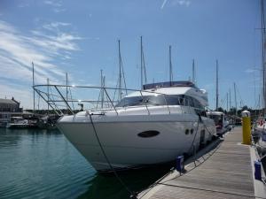Princess-56-Flybridge-Powerboat-bow
